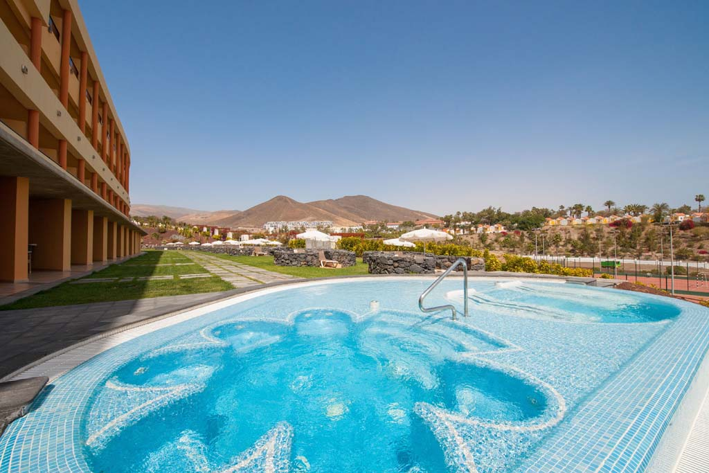 http://ccdn.viasaletravel.com/hotels/156/ibstar_gav_pr_pool_d1403_001.jpg