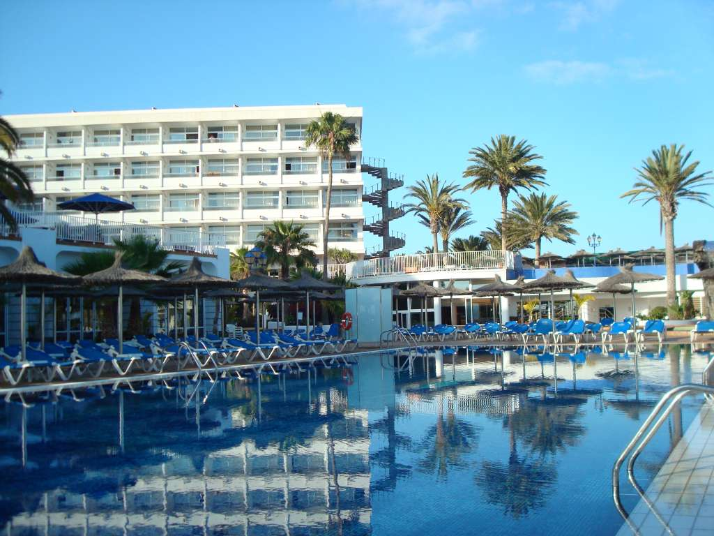 http://ccdn.viasaletravel.com/hotels/172/piscina7678096924o.jpg