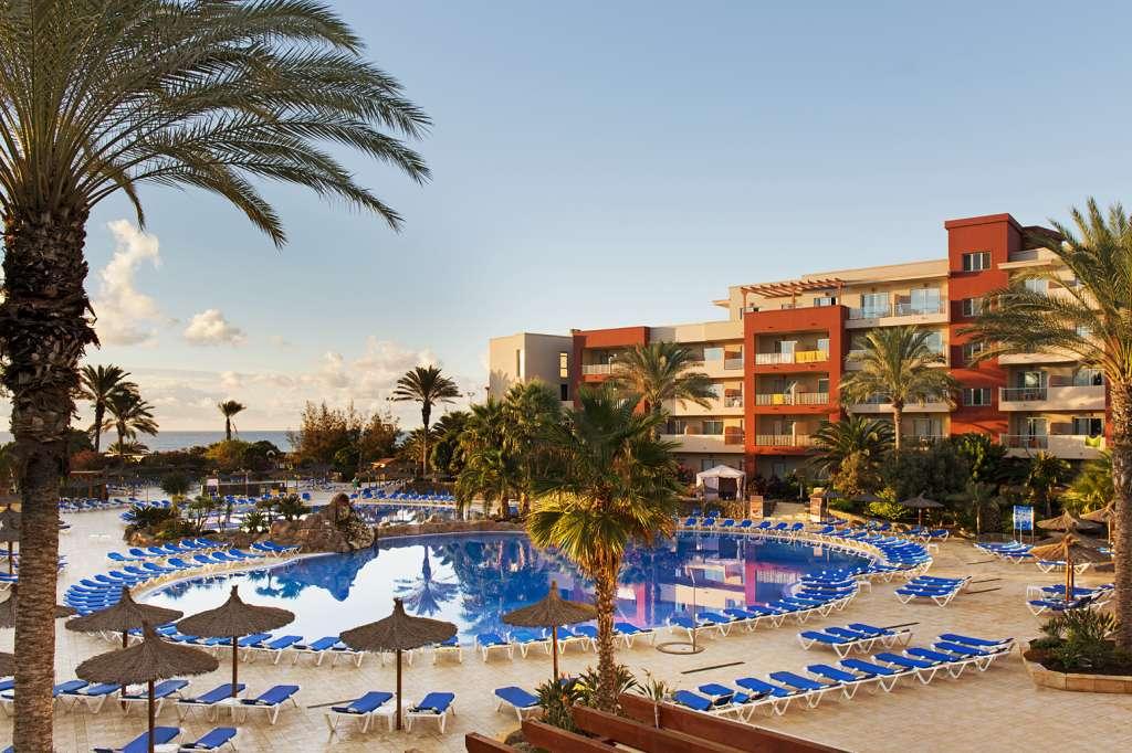 http://ccdn.viasaletravel.com/hotels/173/piscinaswimmingpoolc.jpg