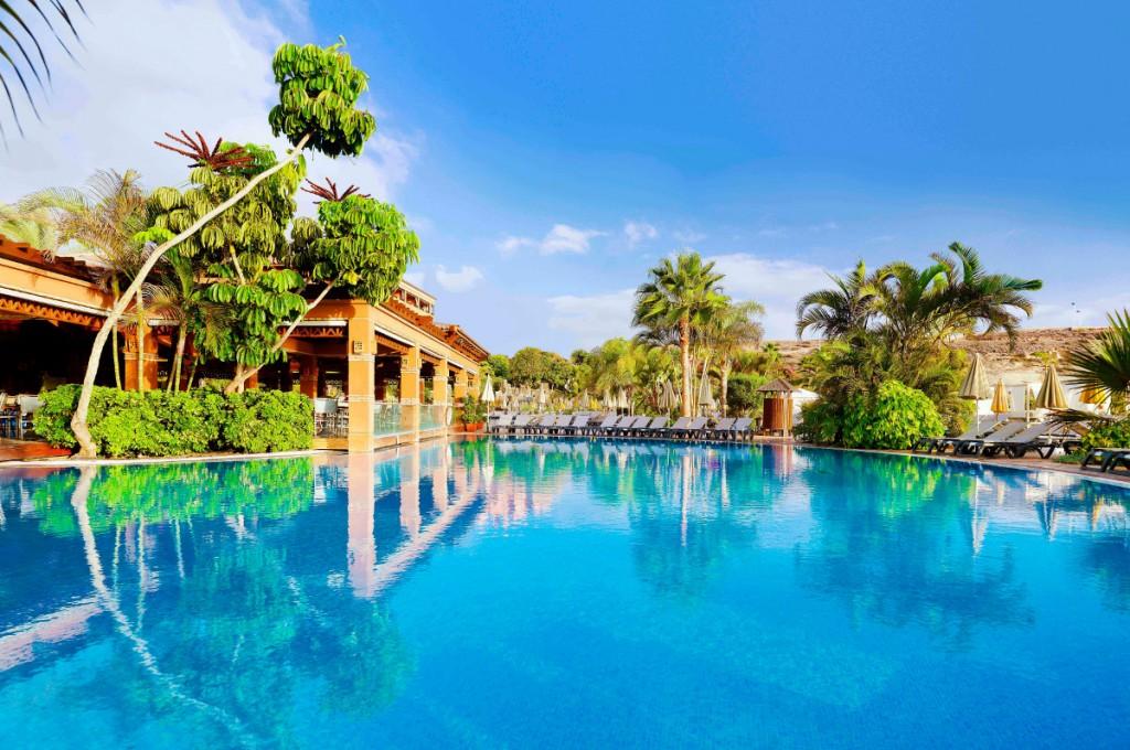 https://ccdn.viasaletravel.com/hotels/0010/1.hcahotelandswimmingpoolgeneralview.jpg