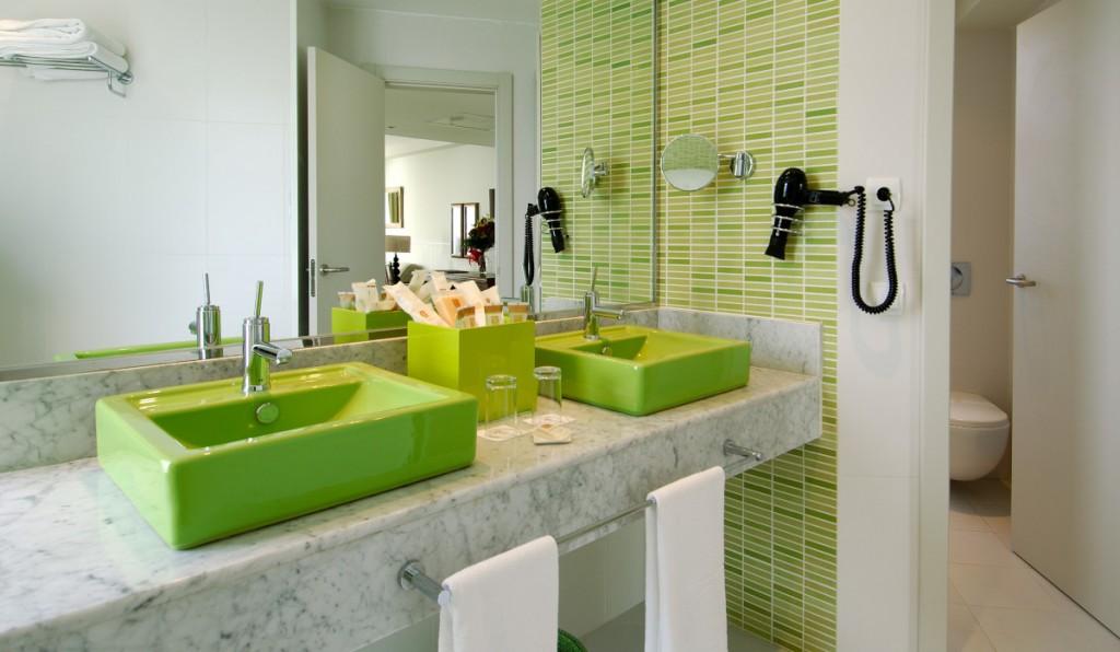 https://ccdn.viasaletravel.com/hotels/0025/bathroom.jpg