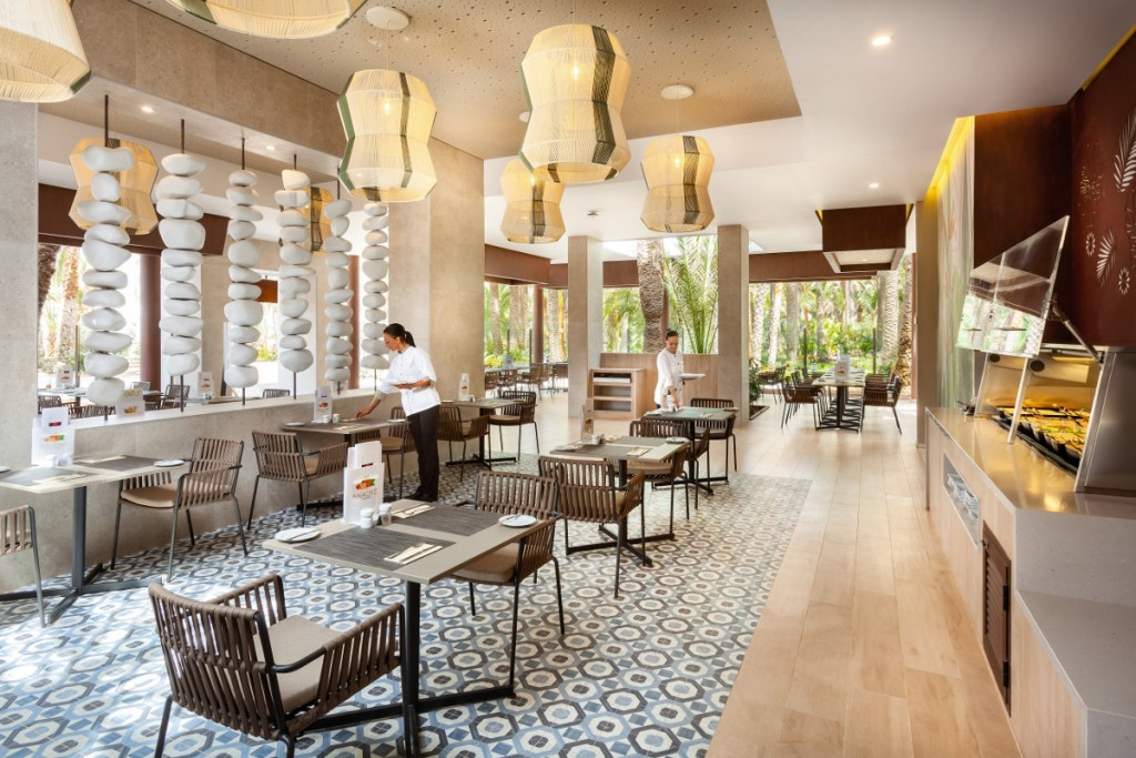https://ccdn.viasaletravel.com/hotels/0049/spanishrestaurant1.jpg