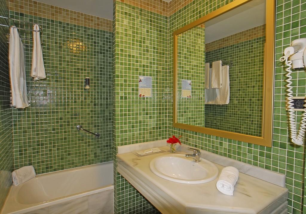 https://ccdn.viasaletravel.com/hotels/0276/bano.jpg