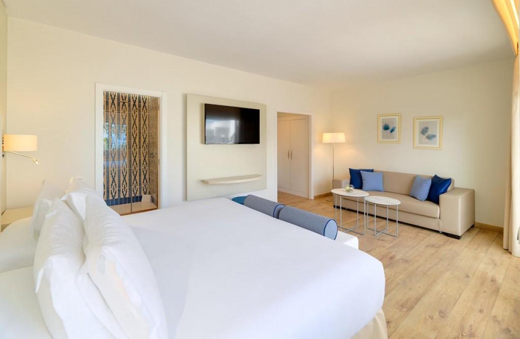 https://ccdn.viasaletravel.com/hotels/0277/12.juniorsuite.jpg