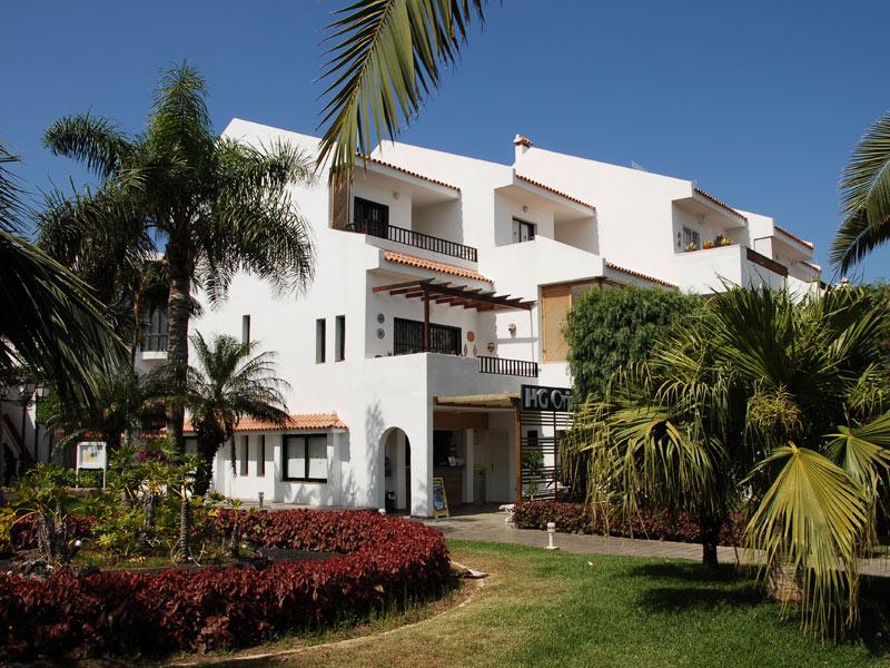https://ccdn.viasaletravel.com/hotels/12/apartments-hg-cristian-sur-de-tenerife-exterioresfachada1_351_o.jpg