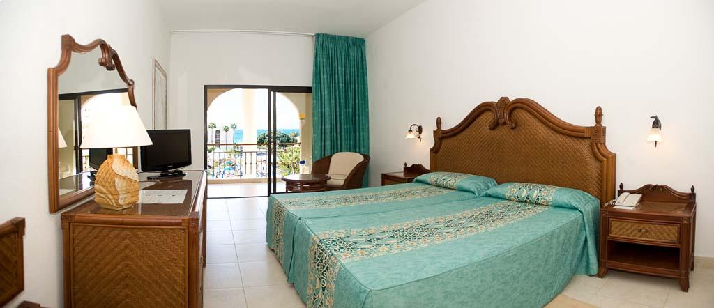 https://ccdn.viasaletravel.com/hotels/132/suite.jpg