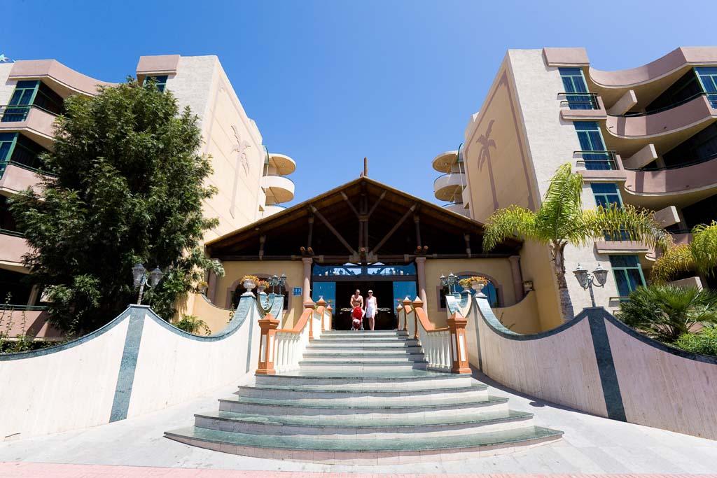 https://ccdn.viasaletravel.com/hotels/14/isla-bonita-main-entrance_372_o.jpg