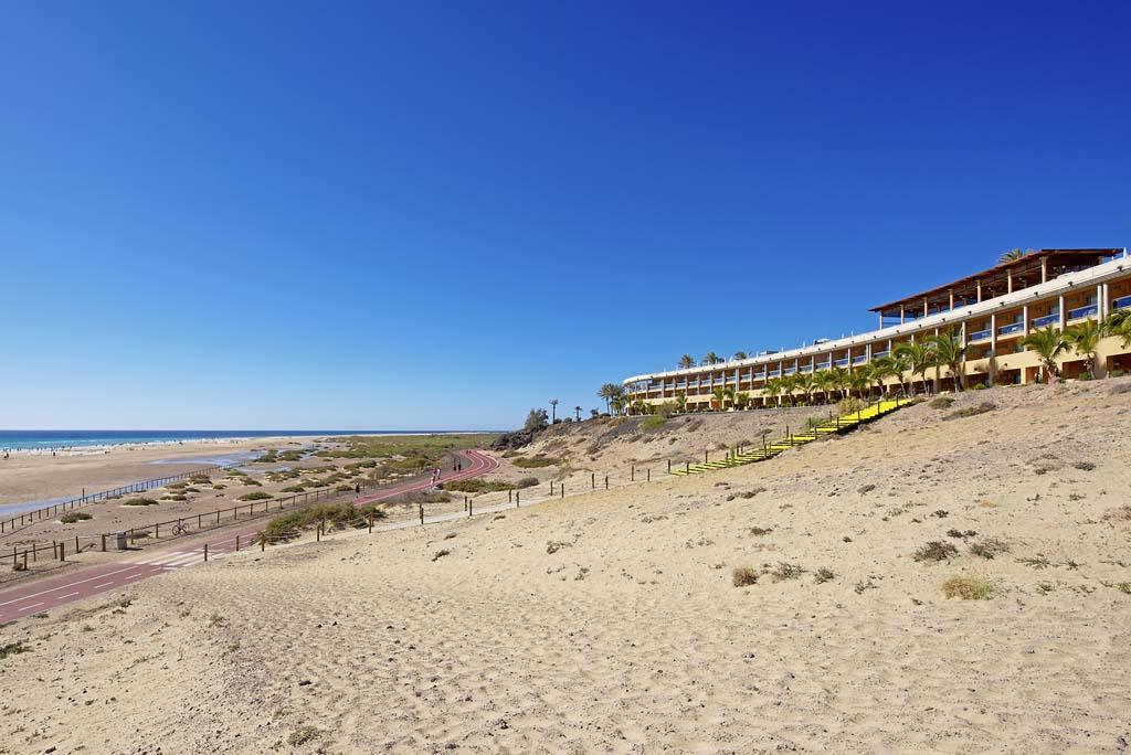 https://ccdn.viasaletravel.com/hotels/155/ibstar_xfu_pr_beach_d1305_001.jpg