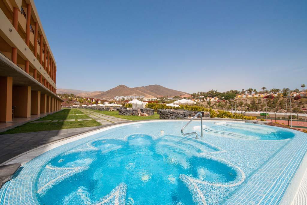 https://ccdn.viasaletravel.com/hotels/156/ibstar_gav_pr_pool_d1403_001.jpg