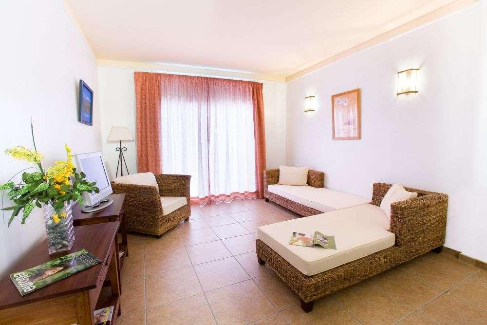 https://ccdn.viasaletravel.com/hotels/163/salon31000.jpg