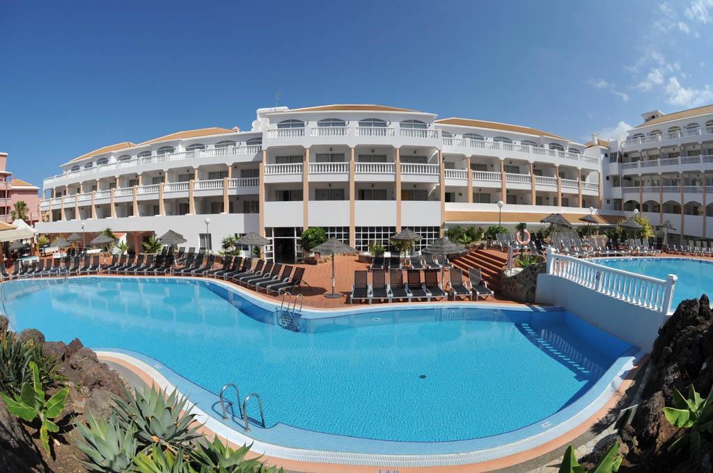 https://ccdn.viasaletravel.com/hotels/18/piscina1_395_o.jpg