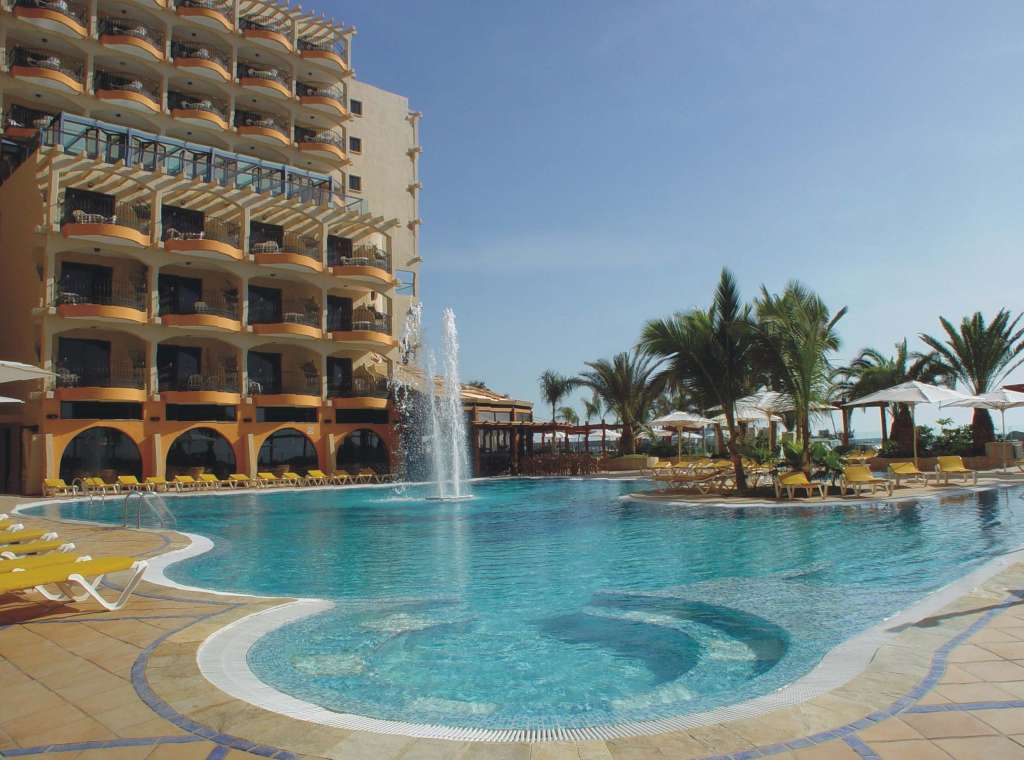 https://ccdn.viasaletravel.com/hotels/247/piscina.jpg