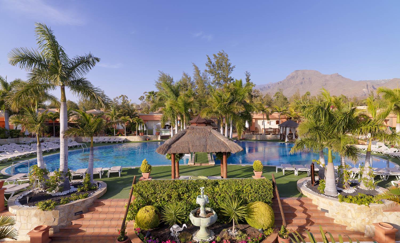 https://ccdn.viasaletravel.com/hotels/9/a1-piscina-green-garden-resort_318_o.jpg